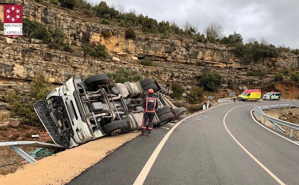 Accident d'un camió en la CV-12 Morella-Ares