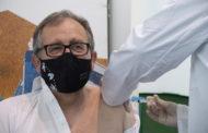 Martí rep la primera dosi d'AstraZenecai anima a tota la població a vacunar-se quan siga cridada