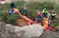 Els bombers rescaten a una dona que havia caigut al llit de la rambla Cervera a Benicarló