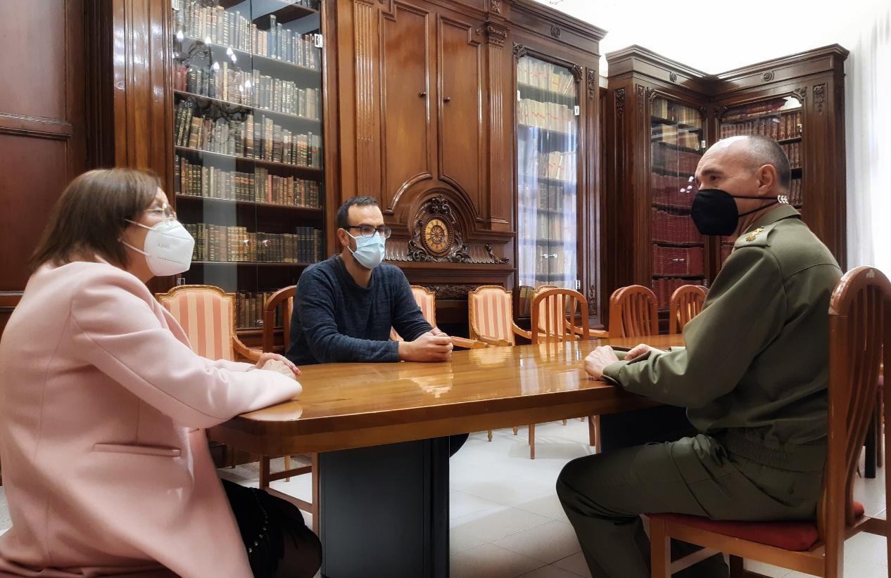 L'alcaldessa de Benicarló rep la visita del subdelegat de Defensa a Castelló