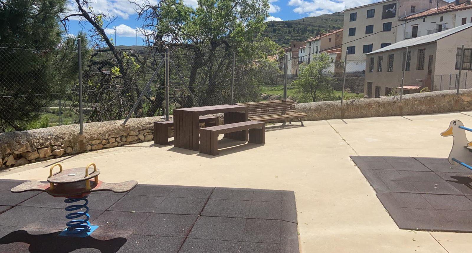 L'Ajuntament de Portell de Morella renova el pati de l'escola