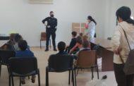 L'alumnat de 4 anys de Càlig rep la visita del Policia Local de la població