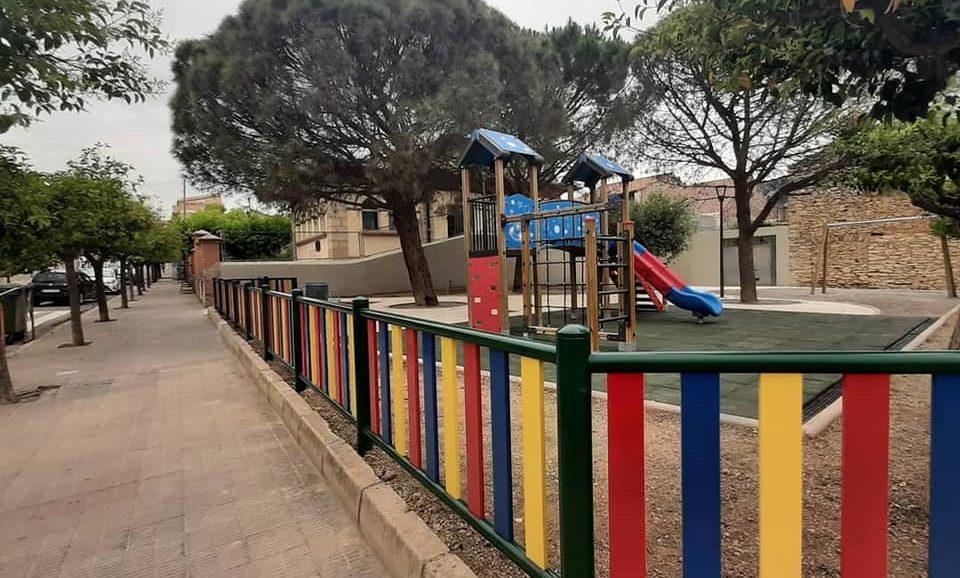 Xert estrena el nou parc infantil de les escoles