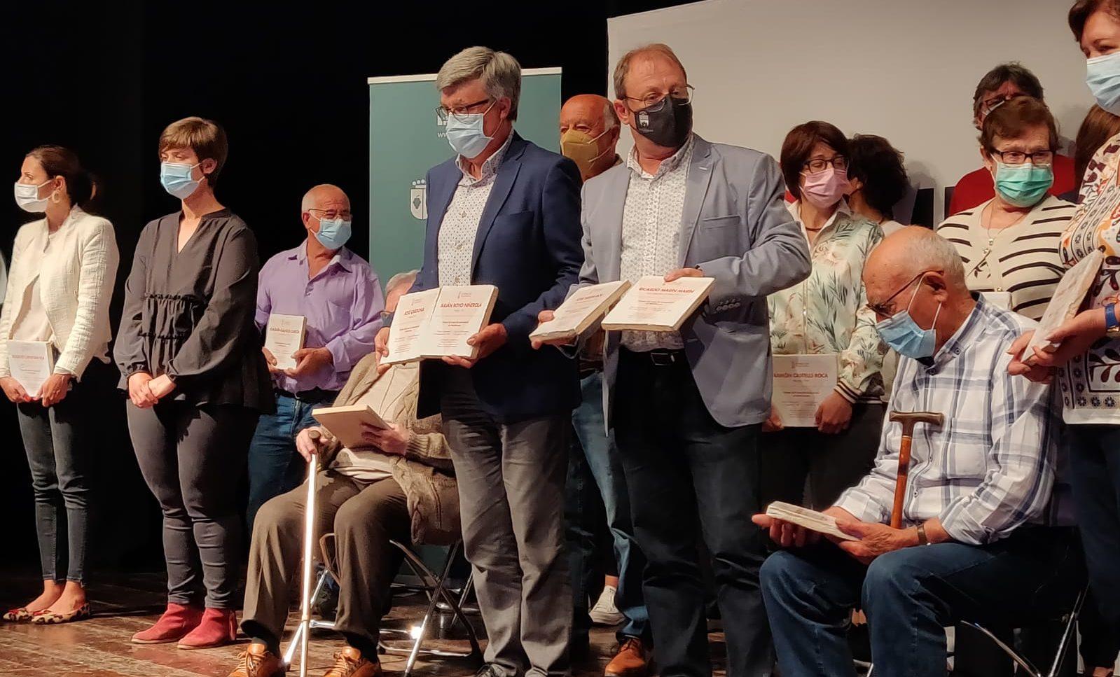 L'alcalde de Rossell arreplega els taulells en record dels veïns deportats als camps d'extermini nazi