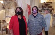 La diputada de Cultura inaugura a les Coves de Vinromà una exposició sobre 'Moble Corbat Valencià'