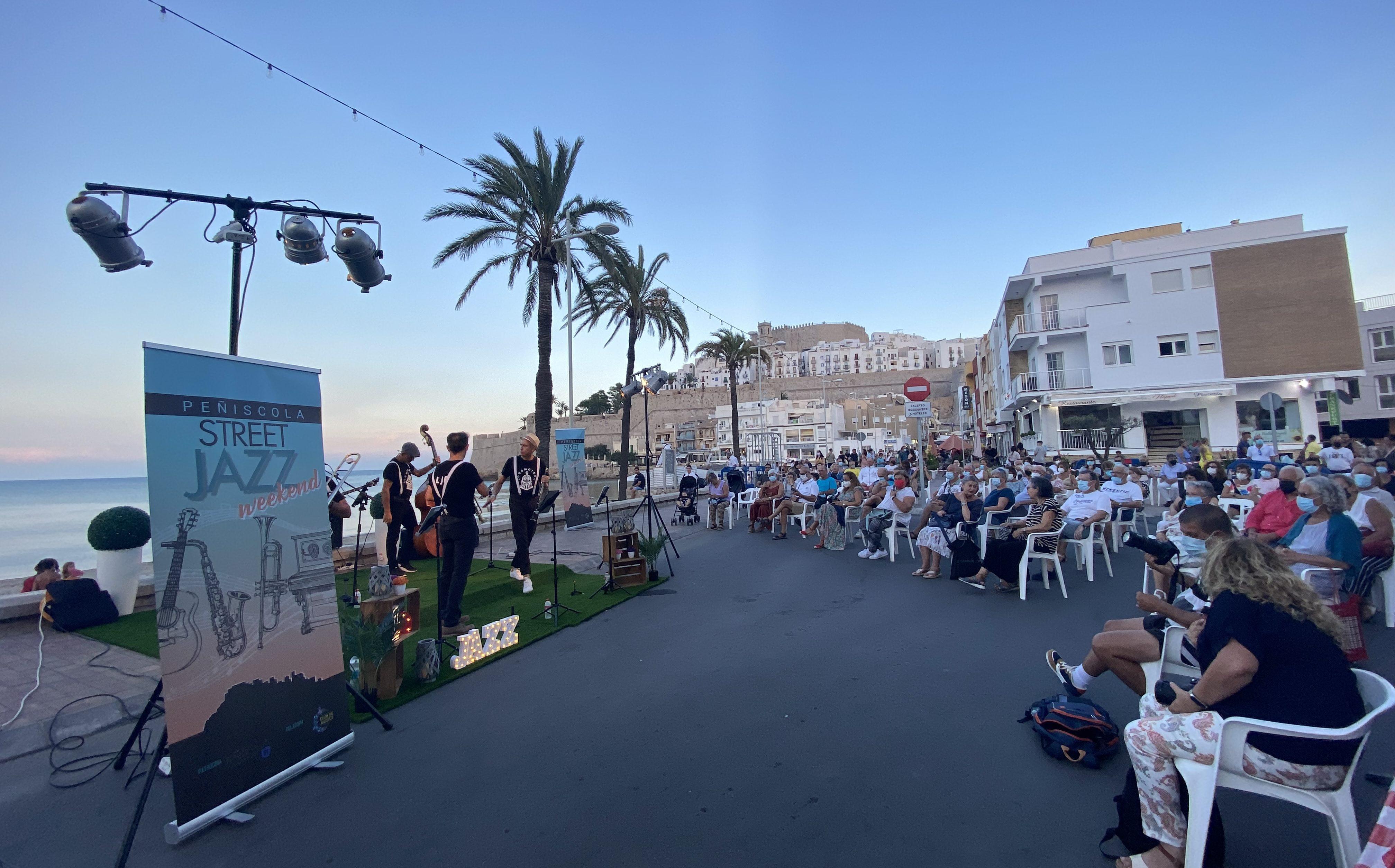 Més de 2.000 espectadors gaudeixen del 'Street Jazz Weekend' de Peníscola en l'edició inaugural