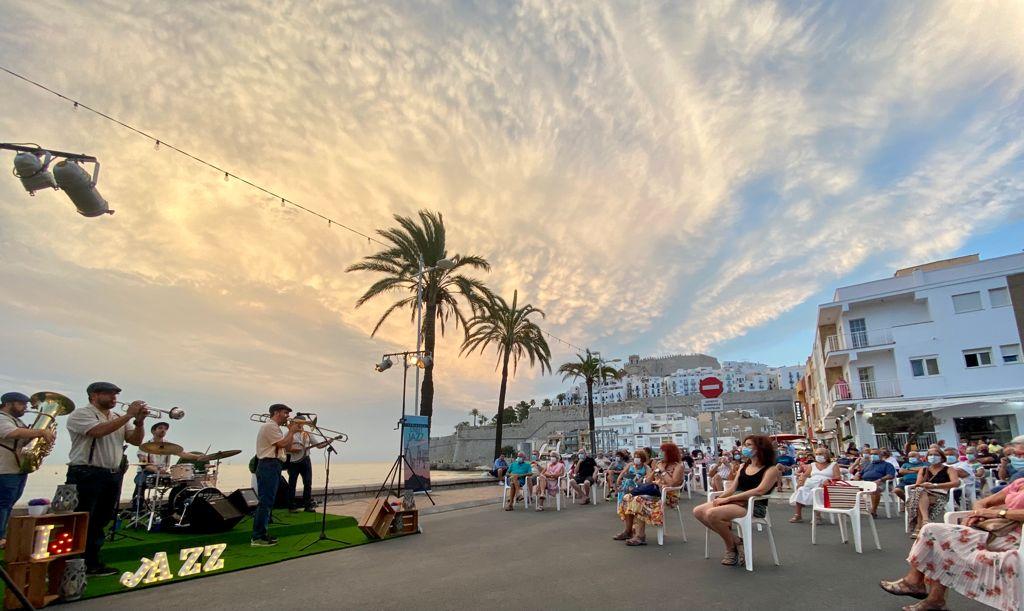 Peníscola arranca setembre amb èxit de participació en les primeres cites del 'StreetJazzWeekend'