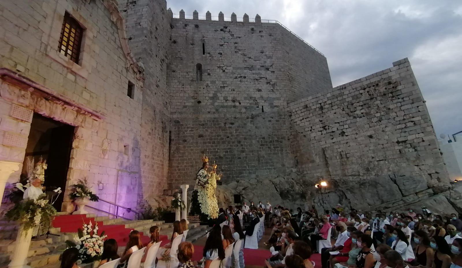 Peníscola culmina la celebració del Dia de la Patrona amb les lloes del Grup Cultural de Danses i de la Dansa Batalla