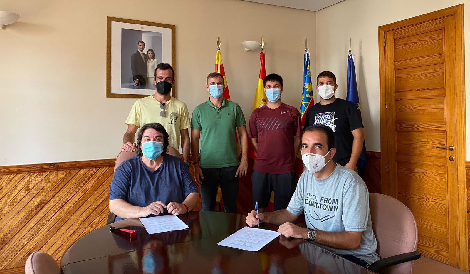 L'Ajuntament de les Coves de Vinromà i el Club de Pàdel signen un conveni de col·laboració