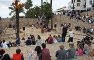 Els visitants i turistes es converteixen en actors per un dia durant el pont festiu a Peníscola