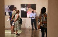 Iñaki Ruiz satisfet després d'exposar a la capella del Museu de Benicarló
